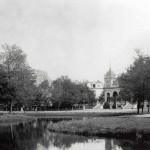 Historische foto fontein in omgeving